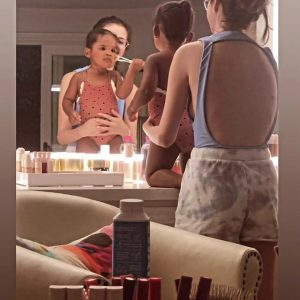 6 September Selena in @gabriellafka's Instagram Story