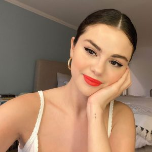 14 September @rarebeauty on Instagram: We stan when @selenagomez taps into her inner makeup artist 😍