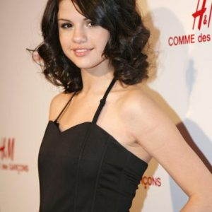 13 October Selena in talks to star in psychological thriller 'Dollhouse'