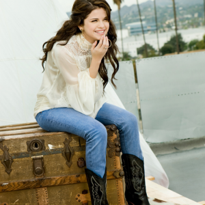 "4 October check out HQ untagged pics from Selena's photoshoot for ""Latina Magazine"" issue of 2009"
