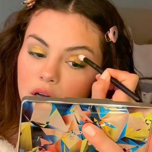 9 November HD selfies of Selena from her video for Rare Beauty