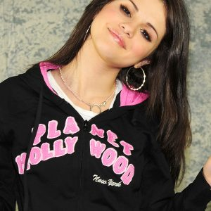 10 December check out UHQ pic of Selena from photoshoot from 2008