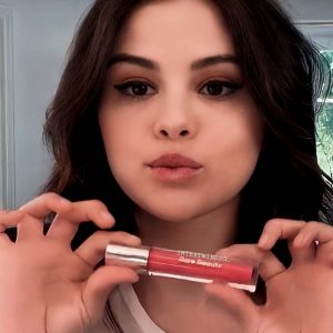 5 January check out new video of Selena presenting Rare Beauty Stay Vulnerable collection
