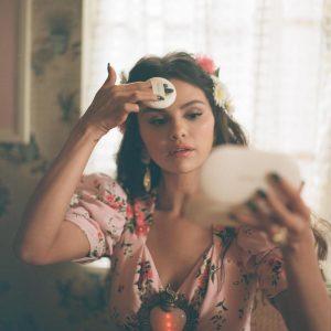 15 January @sephora on Instagram: The stunning @selenagomez wearing @rarebeauty on set for her new music video
