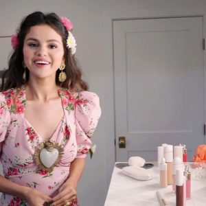 15 January go behind the scenes with Selena on her makeup routine for De Una Vez music video