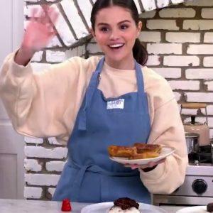 11 January Selena on Twitter:  #SelenaAndChefis back on 1/21!