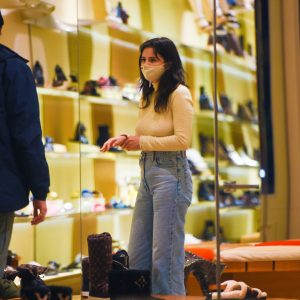 25 January Selena spotted out on shopping in New York