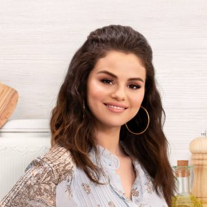 """Selena wins as """"Best Home Chef In a Series"""" for Selena + Chef at the Taste Awards 2021!"""