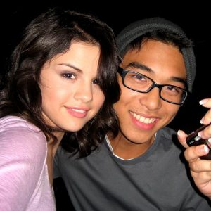 22 July check out new rare pics of Selena from 2009!