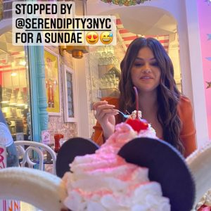 9 September: new pic of Selena at Serendipity3 with ice cream!