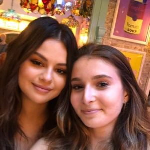 9 September: new pic of Selena with a fan at Serendipity3 in New York