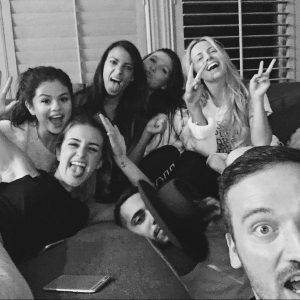 8 October: new pic of Selena and the squad from 2015